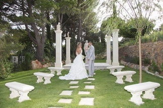 The romantic setting and the possibility of making your ceremony at Villa Quélude